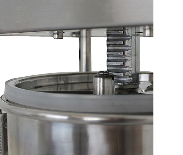 Masina-umplut-carnati-detaliu-0